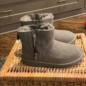 Girls ugg boots size 2